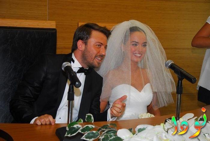 تولجا جوليش مع زوجته يوم زواجه
