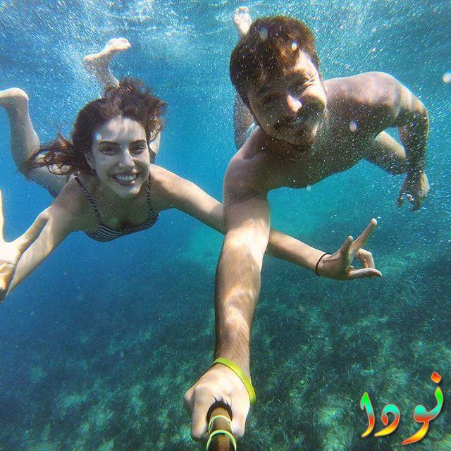 دينيز بايسال وحبيبها تحت الماء
