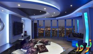 سقف باللون الأزرق للصالة