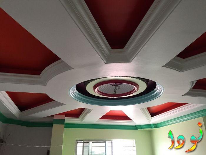 سقف معلق أحمر على شكل وردة