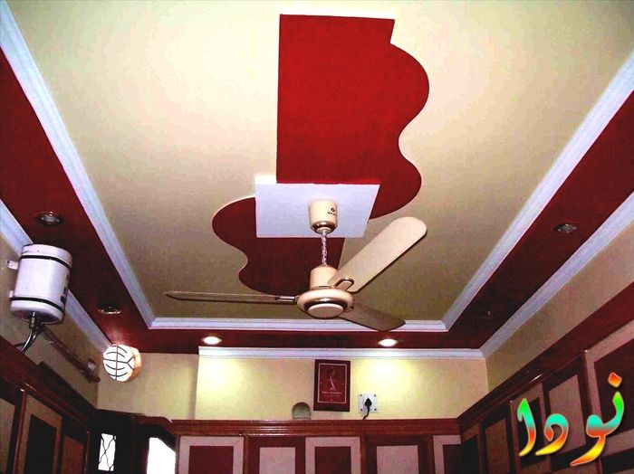 شكل بسيط لسقف باللون الأحمر