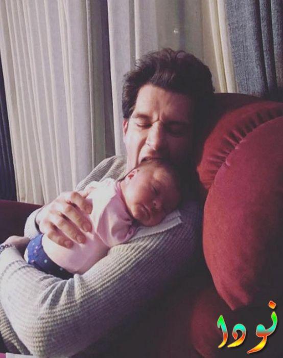 صورة جميلة لأوراز كايغيلار أوغلو مع بنته