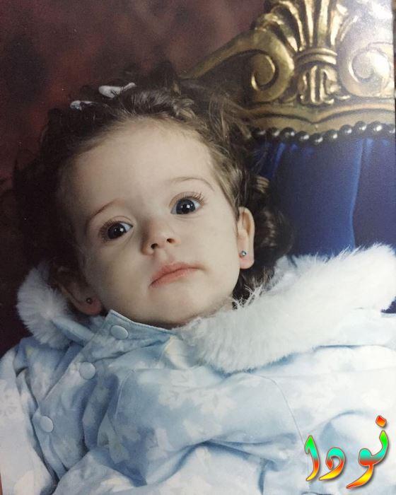 صورة سارة نور وهي طفلة صغيرة