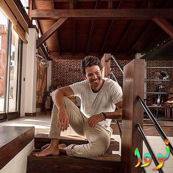 عمر الشناوي في منزله
