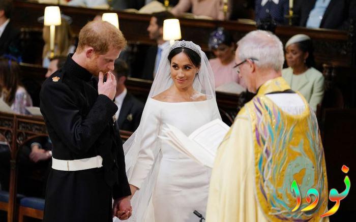 السيدة ماركل تحدق في الأمير هاري