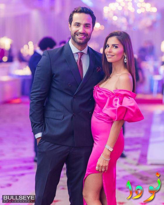 صورة جميلة لكريم فهمي مع زوجته