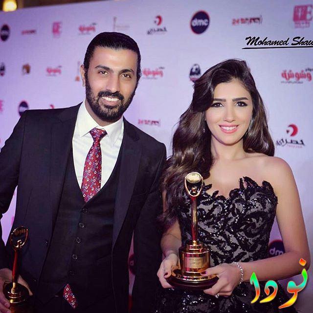 صورة رومانسية لمي عمر مع زوجها