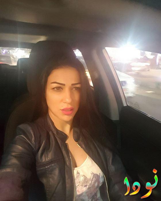 صورة سيلفي لليال عبد الخالق من داخل سيارتها