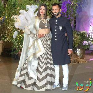 صورة للعروسين سونام وأناندا من حفل زفافهم
