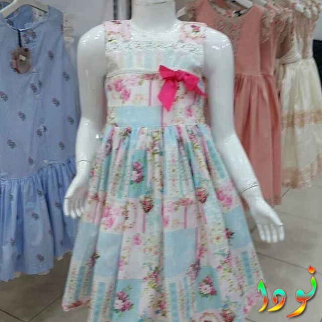 فستان باللون اللبني والبمبي به ورد