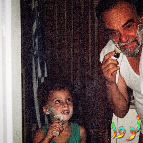 كرم بورسين وهو طفل صغير مع جده