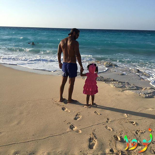 كريم فهمي مع بنته