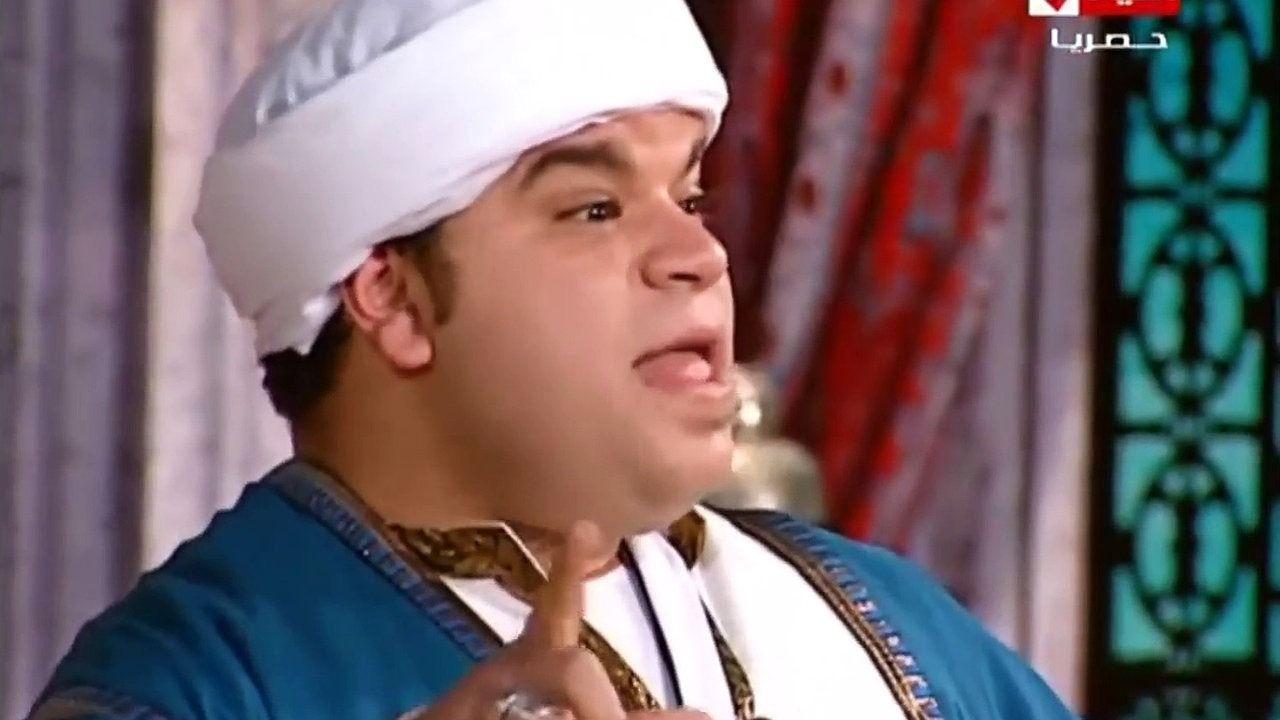 محمد عبد الرحمن داخل مسرحية