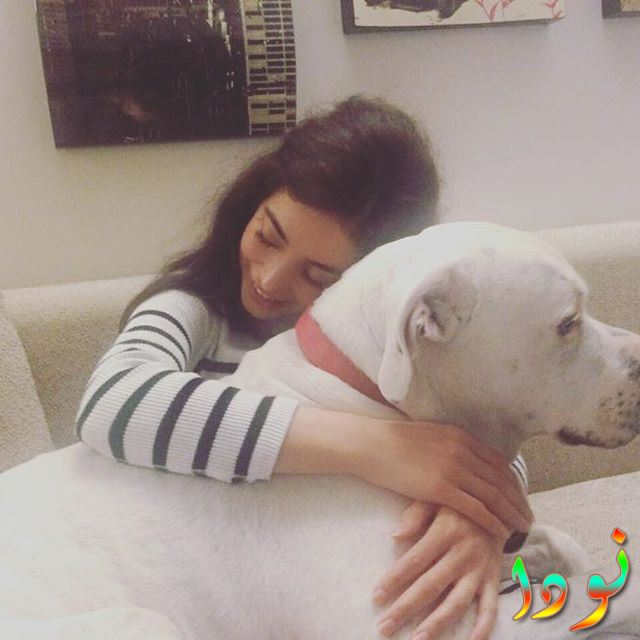 مليكة مع كلبها