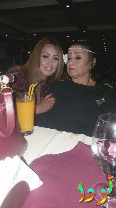 ندى مع والدتها في عيد ميلادها