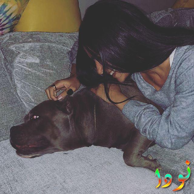 هدى المفتي مع كلبها