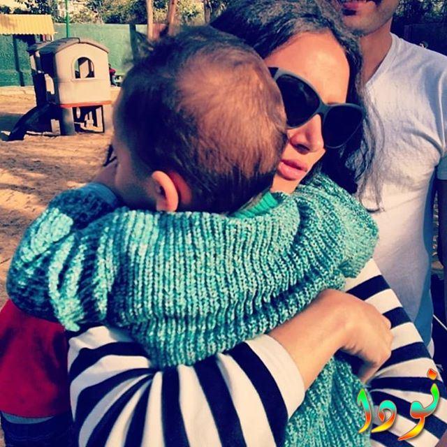 ياسمين غيث مع ابنها