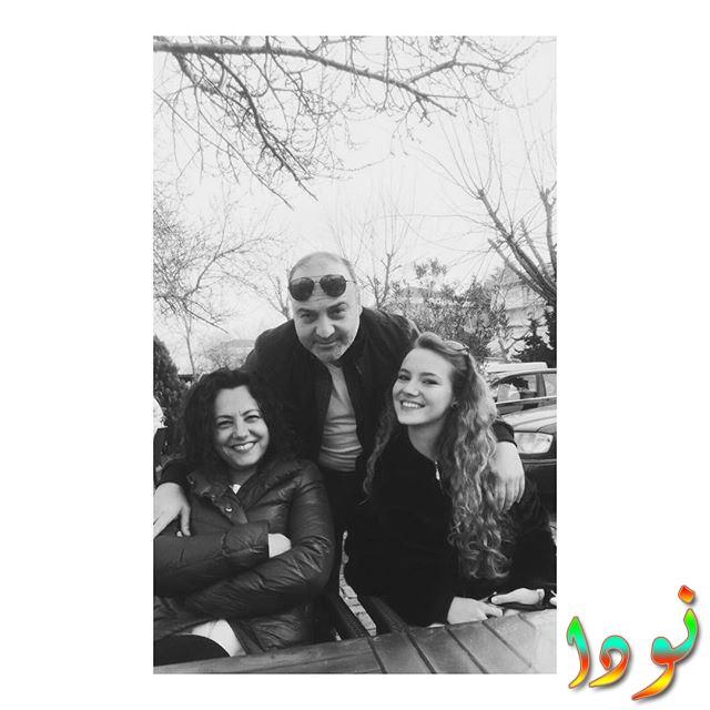 Eslem Akar ( إسلم عكار ) مع والدها وأمها