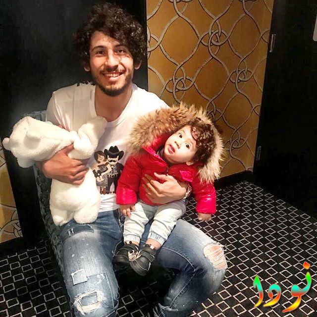أحمد حجازي مع أبناءه