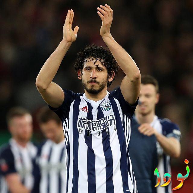 أحمد حجازي يقوم بتحية الجمهور