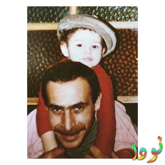 اشيليا ديفريم وهي صغيرة مع والدها