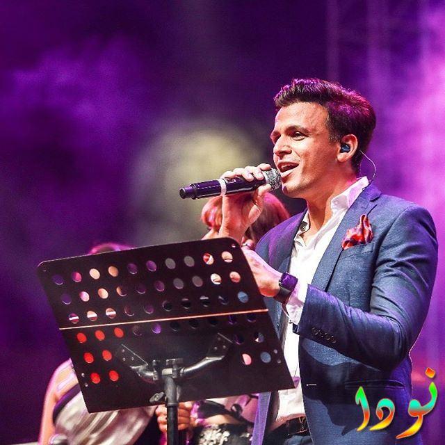 المغني الهندي في حفل غنائي