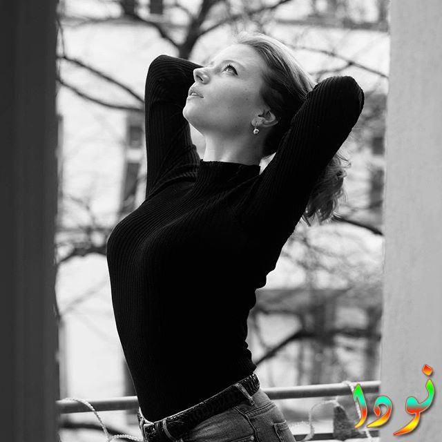 صورة أبيض وأسود للفنانة ياسمين زاولوسكي