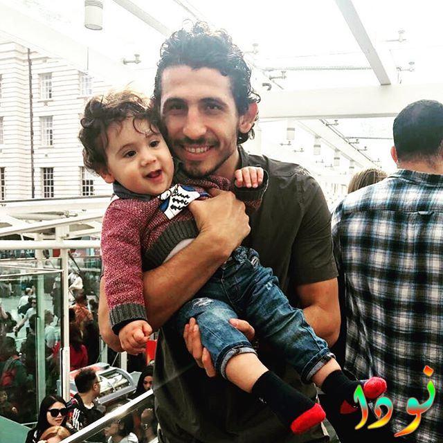 صورة جديدة لأحمد حجازي وابنه