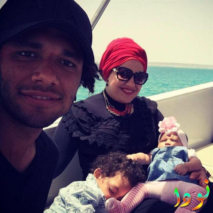 صورة جميلة لمحمد النني مع عائلته