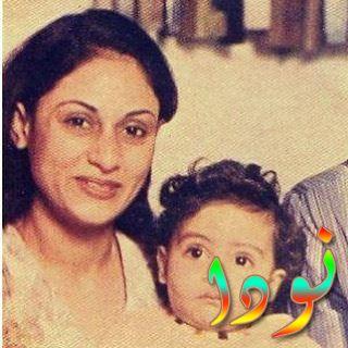 صورة لأبهيشيك باتشان وهو صغير مع والدته