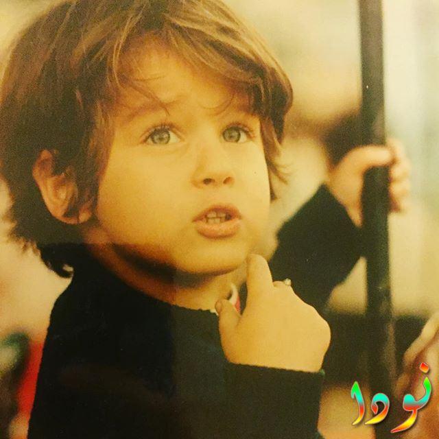 صورة لأمل تشولجيتشان وهي طفلة صغيرة