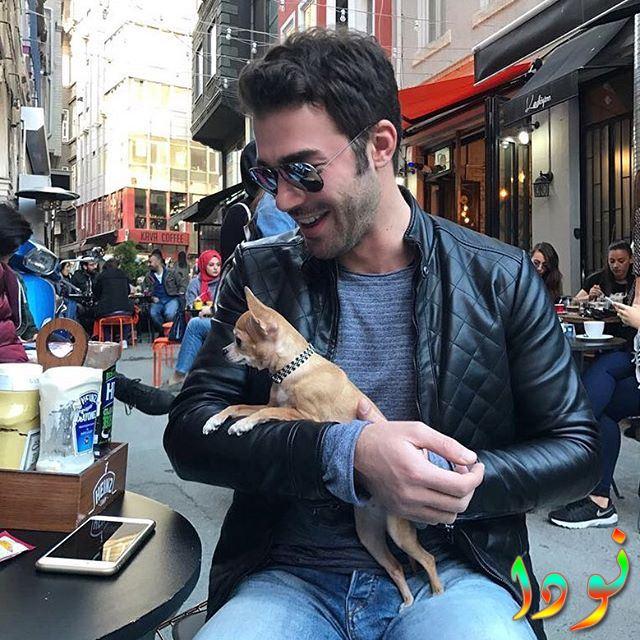 صورة يوسف جيم مع كلبه