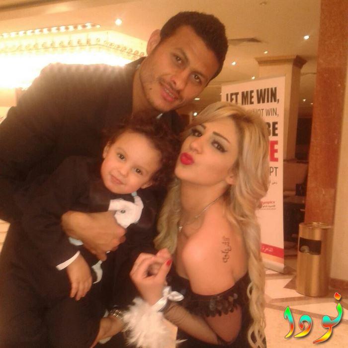 محمد الشناوي وزوجته وابنه