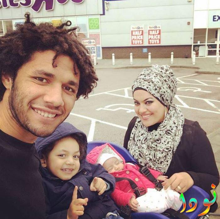 محمد النني مع زوجته وأولاده