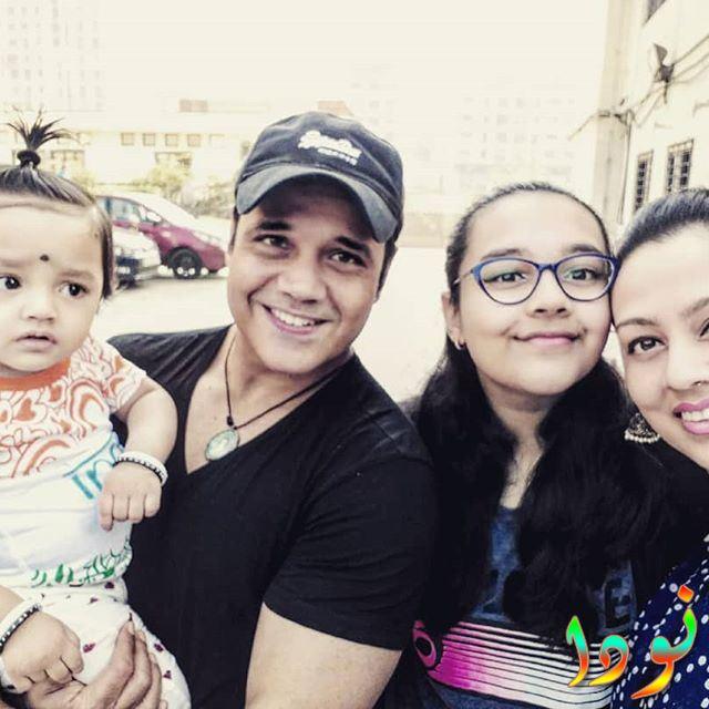ياش تونك مع زوجته وعائلته