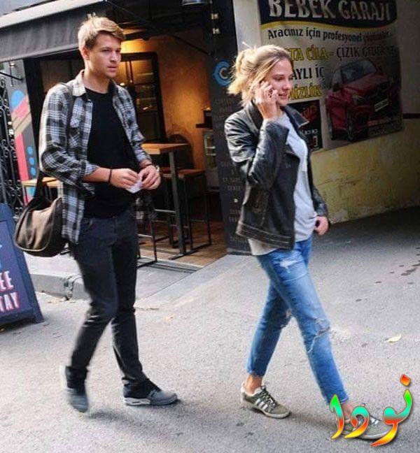 الينا بوز مع حبيبها بوراك يورزك