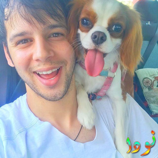 توران جيهان سيمسك مع كلبه