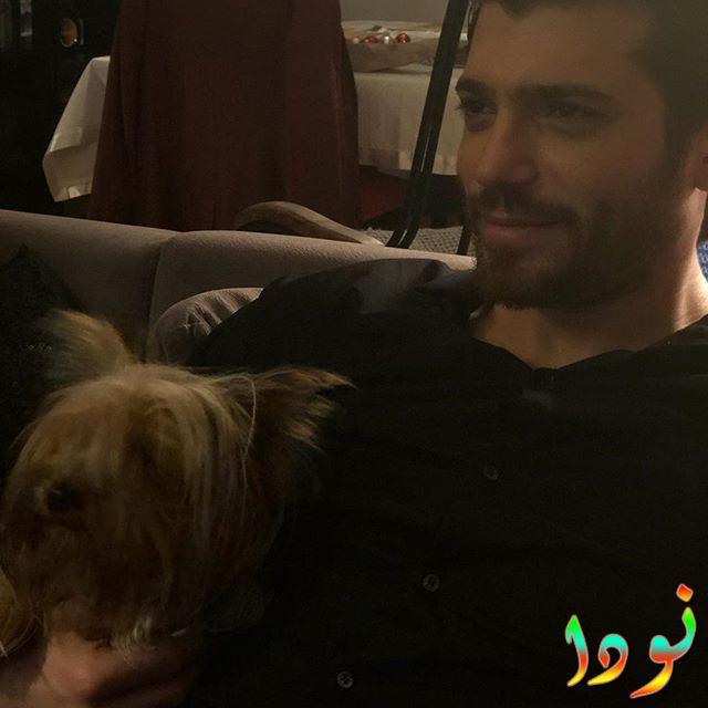 جان يمان مع كلبه