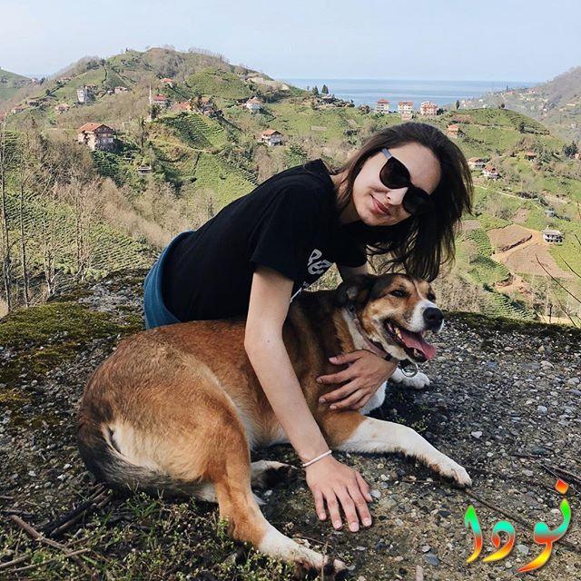 جيسيكا مع كلبها