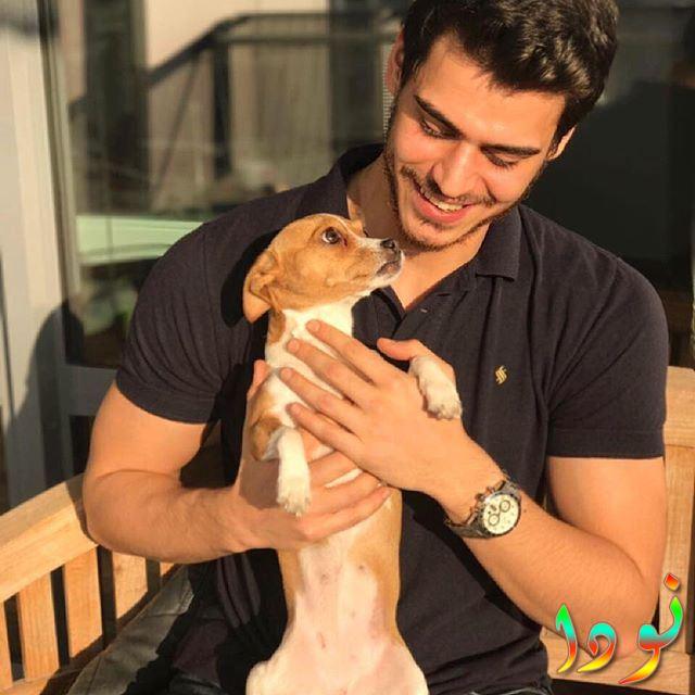 حسن دنيزياران مع كلبه