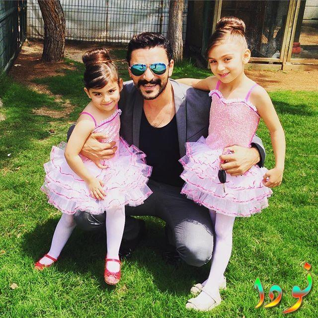 خليل مع بناته