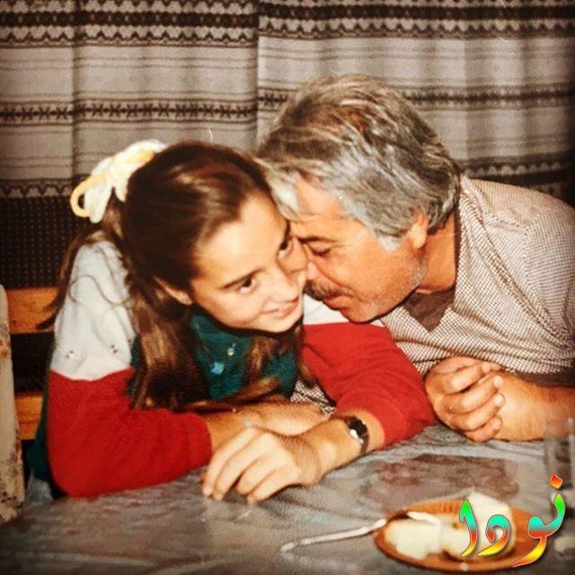 دولناي سويسرت وهي صغيرة مع والدها