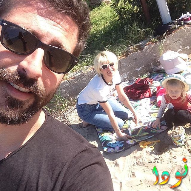 سركان كورو مع ابنته وزوجته