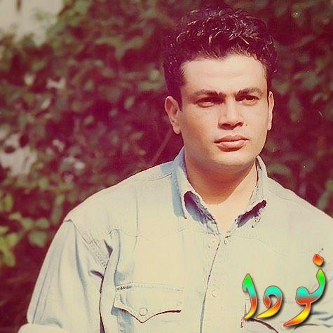 صورة قديمة في شباب عمرو دياب