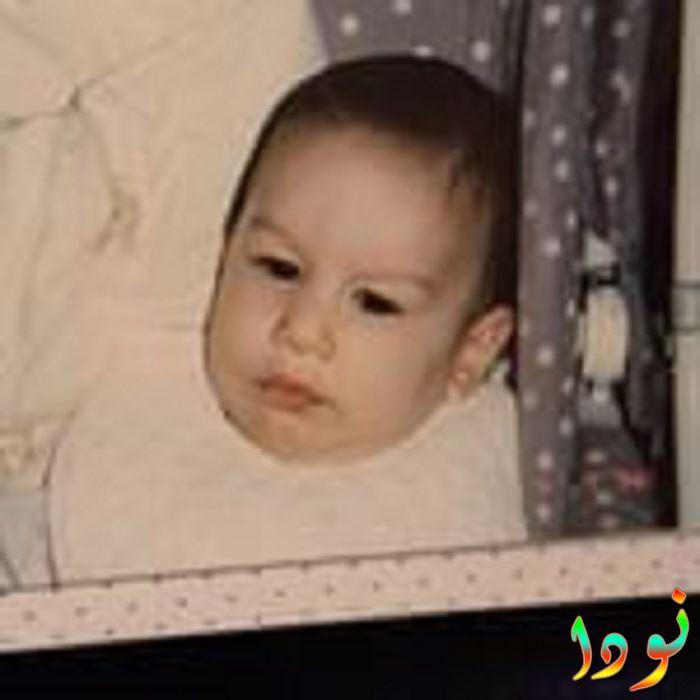 صورة لسينا أوزر وهو طفل رضيع