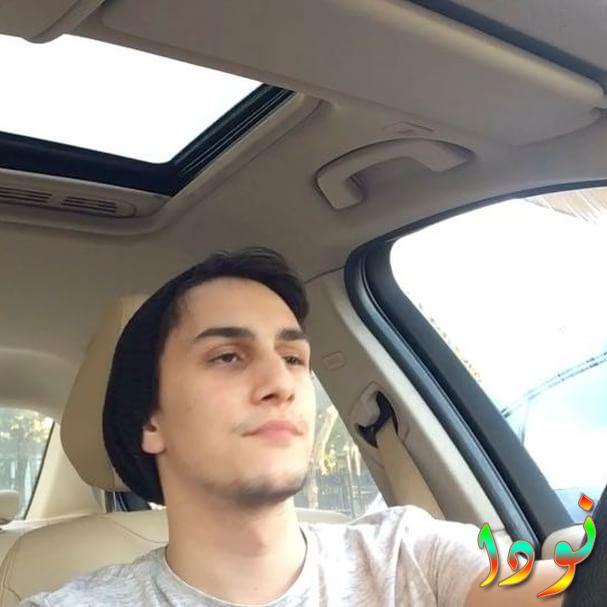 صورة لسينا داخل سيارته