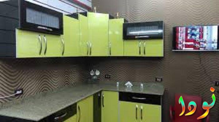 صورة لمطبخ من الرخام تقفيل الومنتال أخضر