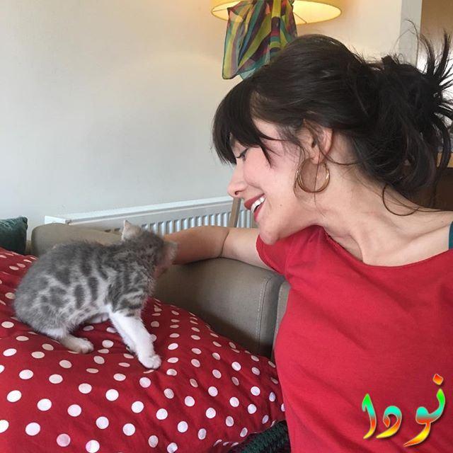 غوزدي موتلور مع قطتها
