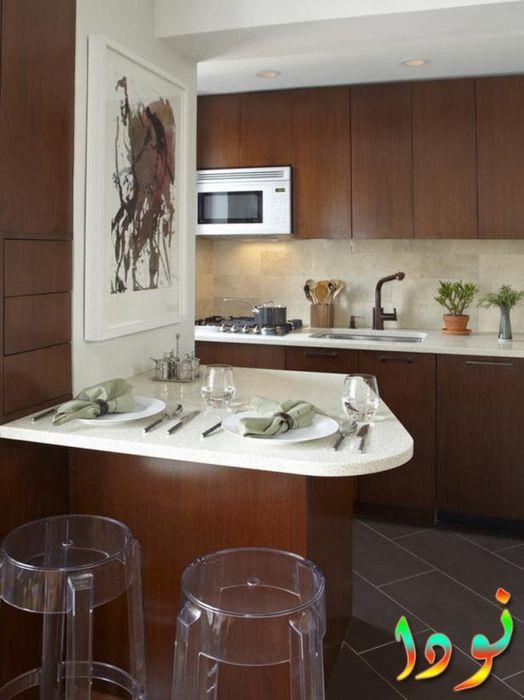 مطبخ بني اللون صغير