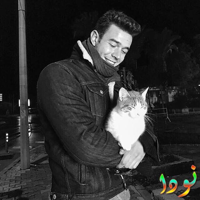 أحدث صور ايتاك شاشماز مع قطته